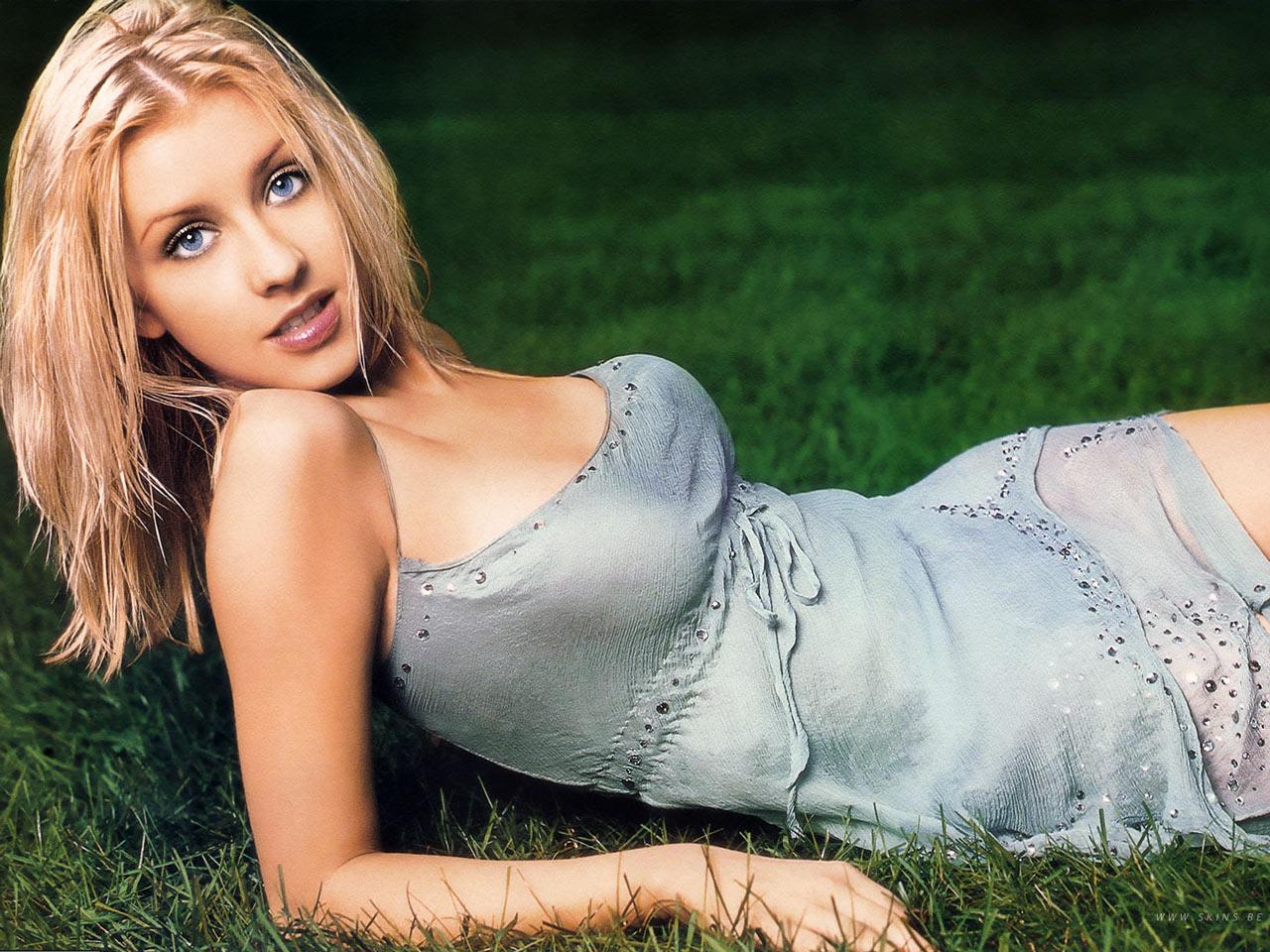 Julia Alexandratou Nude Photos 20